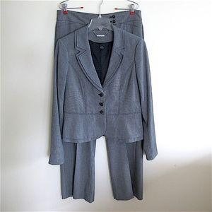 New WHBM 2-piece Suit Jacket & Pants 10R Medium